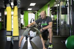 trainer in gym training client